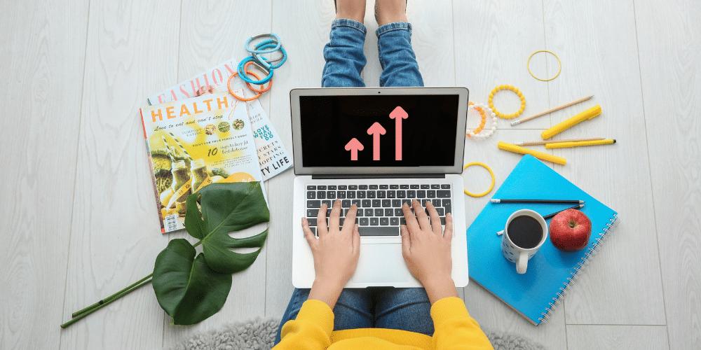 laptop blogging